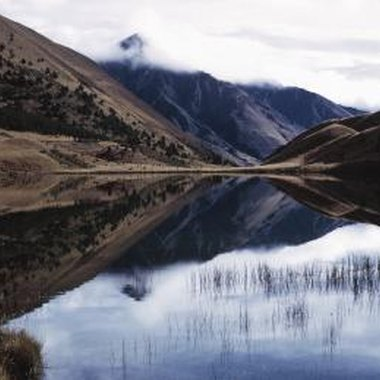 New Zealand features a number of panoramic mountains, coastlines and waterways.