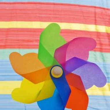 Make a quilt block that imitates the shape of a pinwheel.