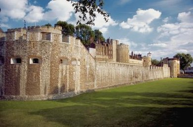 Explore castle life and defense with a ninth-grade Middle Ages activity.
