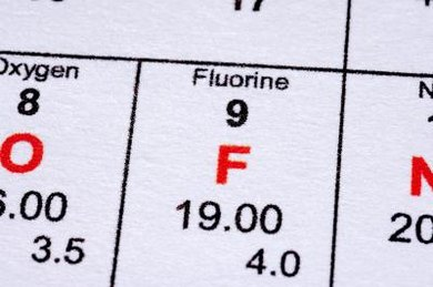 Fluorine is a halogen with a low boiling point and a small atomic radius.