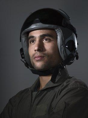 El salario inicial para un piloto de avi n militar peque a y mediana empresa la voz texas - Piloto photo studio ...