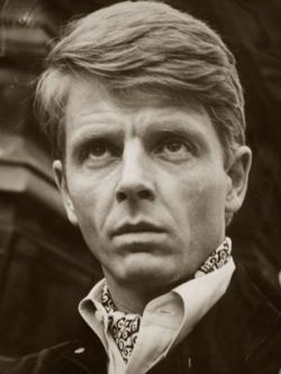 Edward Fox in an ascot tie.