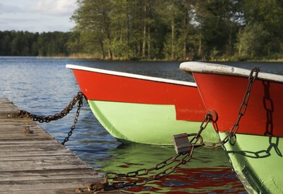 Lakeside resorts offer boating, kayaking, swimming and canoeing.