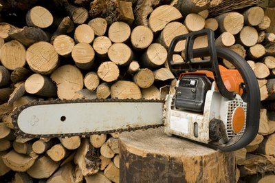Use a chain saw to save time when you cut trees.