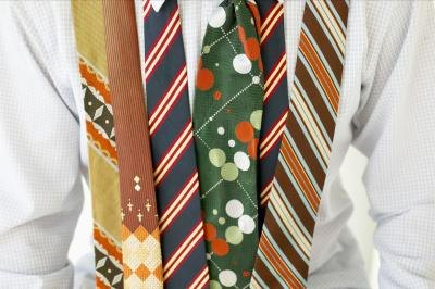 There are a variety of necktie widths.