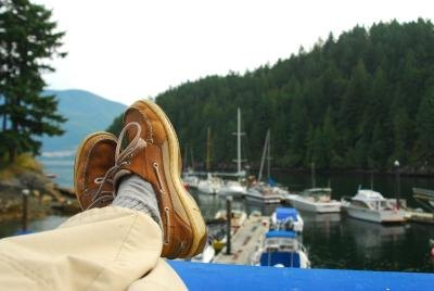 Boat shoes are commonly worn.
