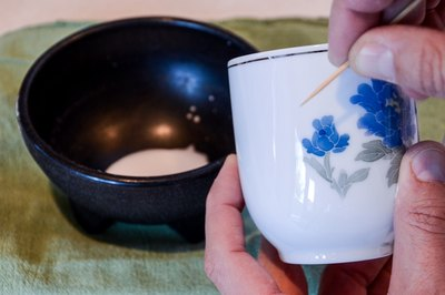 How To Repair Scratched Porcelain With Pictures Ehow