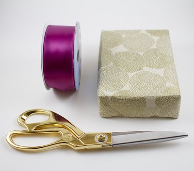 Wire ribbon can be used to make the bow.