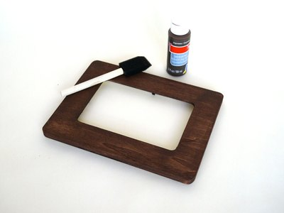 Paint the frame and allow it to dry.