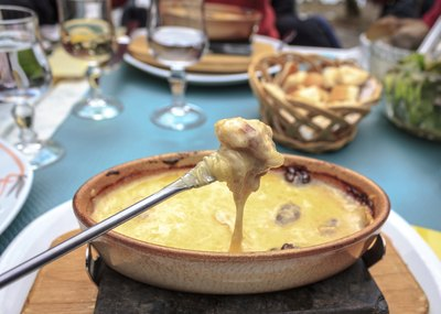 Bowl of cheese fondue.