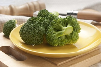 eat raw vegetables like broccoli to boost the immune system
