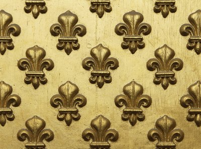 What is the meaning of the fleur de lis with pictures ehow fleur de lis painted gold which are part of a entrance panel to a voltagebd Choice Image