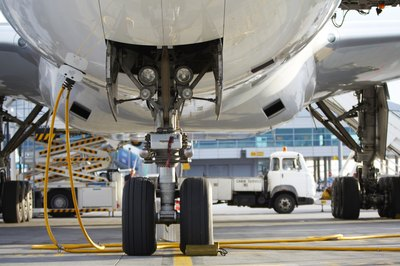 The aerospace product and parts manufacturing industry paid the highest average salaries.