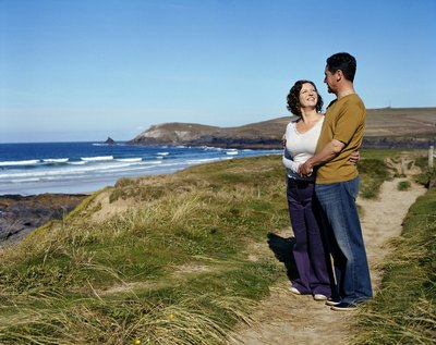 Visit romantic beaches in the U.S. through an inexpensive package rate.