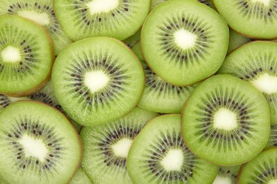 Male kiwi plants have a reproductive organ that includes a stalk, anther and pollen sacs.