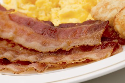 Scrambled eggs and bacon fit the bill for an Atkins-friendly breakfast.