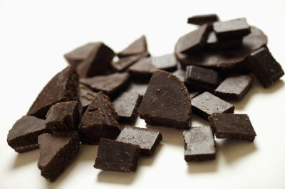 An ounce of dark chocolate contains 164 calories.
