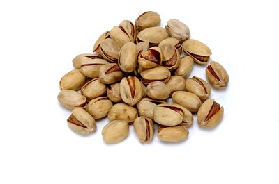 Pistachios contain more vitamin E than macadamia nuts.