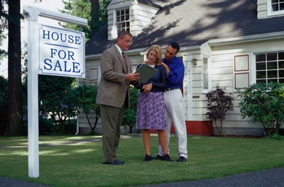 A bad Realtor misses appointments with clients and offers little guidance on a real estate transaction.