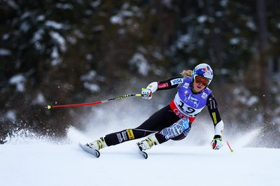 U.S. Olympic star Lindsey Vonn slashes down the slopes.