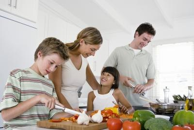Kids' eating habits improve when they help in the kitchen.