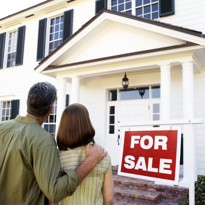Many people play a part in closing a home sale.