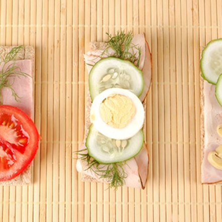 Low-sodium sliced turkey breast and vegetables make a healthy snack.