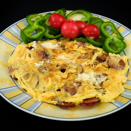 An omelet is a great low-fiber breakfast option that is high in protein and will keep you satisfied until your next meal.
