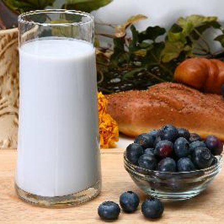 To lose weight with protein shakes, you must reduce your net calorie intake.