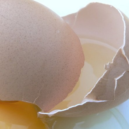 One egg has a miniscule and often inconsequential amount of carbohydrates.