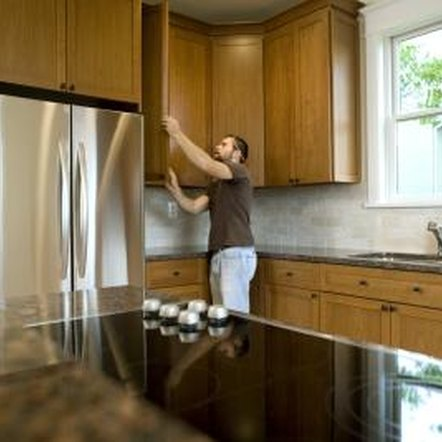 how to adjust cabinet hinges that won't close 1