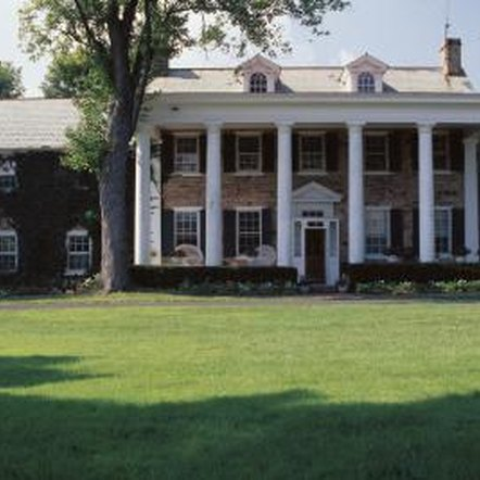 What is the difference between colonial and traditional for Colonial home styles guide