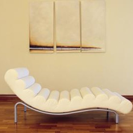 Decorating ideas for a leather le corbusier chaise lounge home guides sf - Decoration le corbusier ...