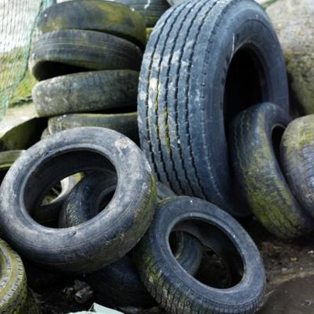 Turn unsightly old tires into pretty yard decorations.