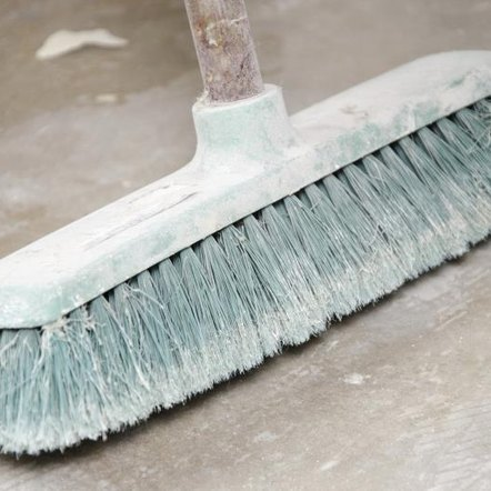 how to clean concrete walls before painting