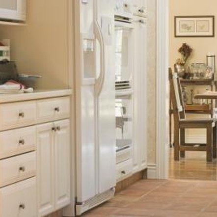 how to paint maple kitchen cabinets antique white home how to paint antique white kitchen cabinets