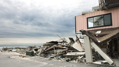 What Is the Possible Income of a Catastrophe Adjuster?
