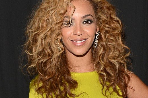 Curly Cues: 10 Style Tips for Curly-Haired Ladies