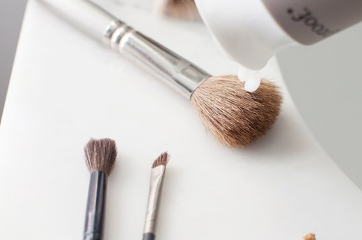 Conditioning Synthetic Brushes
