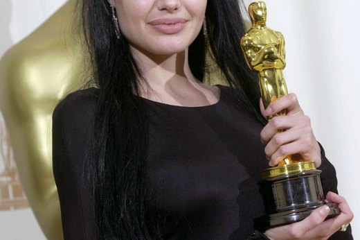 Angelina Jolie Goes Goth at the 2000 Oscars
