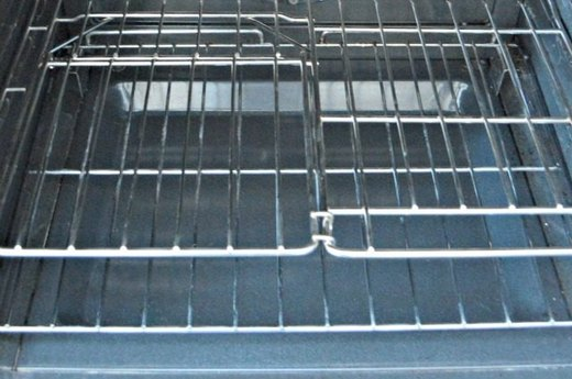 Quickly Clean Oven Racks