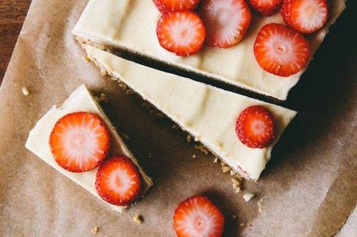 Vegan Cheesecake With Strawberries