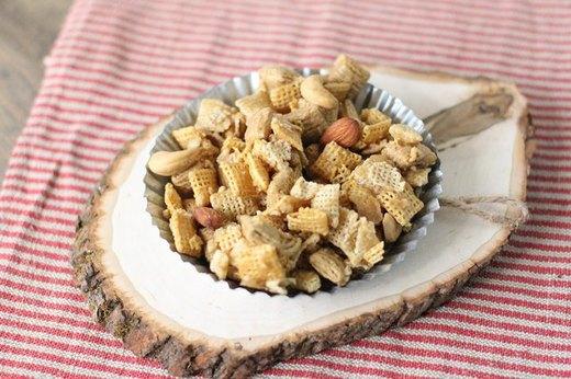 Maple Praline Snack Mix
