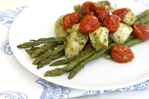Chicken with Pesto, Asparagus and Cherry Tomatoes