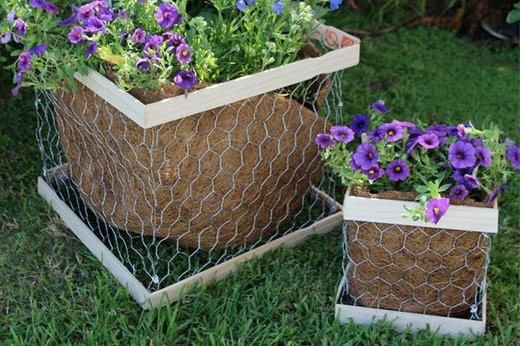 Country-Chic Chicken Wire Planters