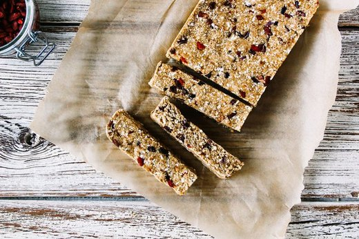 Goji Berry and Cacao Nib Oat Bars