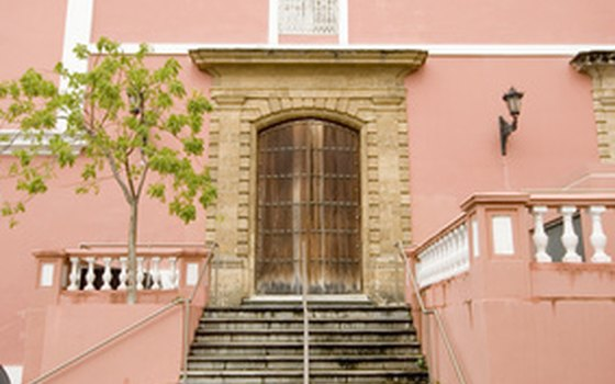 Spanish colonial influences are seen in Puerto Rico's architecture.