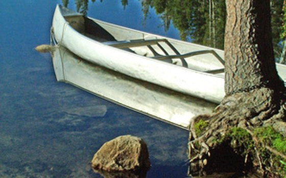 The Devil's Waterhole Canoe Tour introduces guests to the geology and ecology of the area.