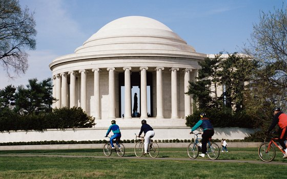Besides bus tours, bicycle tours are also available in Washington, D.C.
