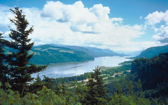 The Columbia River Gorge strikes through the Cascade Range.